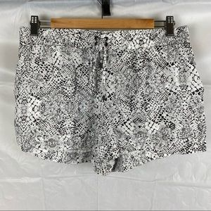 Women's Witchery 100% Viscose Black And White Booty Short Shorts Size 10